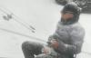 【速搜资讯】大连一男子顶着大雪钓鱼 网友感慨:寒冷无法抵挡个人爱好