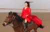 【速搜资讯】河南郑州一女子骑马送外卖走红 网友:这才是真骑手