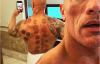 【速搜资讯】好莱坞男星巨石强森为调理身体 第一次拔火罐:称很享受