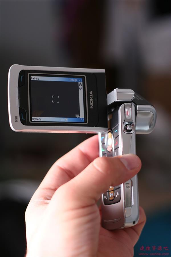 从11万像素到4000万像素 手机前置摄像头二十年进化史
