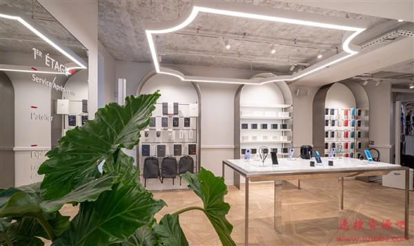 华为法国第一家旗舰店在巴黎开业:宫殿一般豪华
