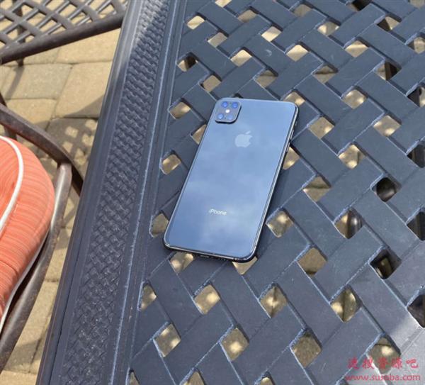 iPhone 12 Pro真机谍照曝光?没有刘海设计太特别
