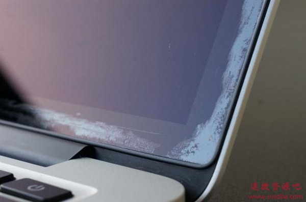 苹果MacBook Air屏幕翻车:可免费维修