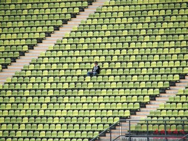 日本球迷赛前退订1873张票:神级包场一战成名