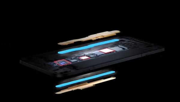 """黑鲨3展示""""三明治""""液冷:专攻5G手机更大热耗"""