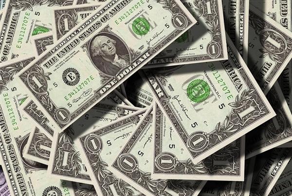 全球80后白手起家首富扎克伯格去年年薪公布:2340万美元