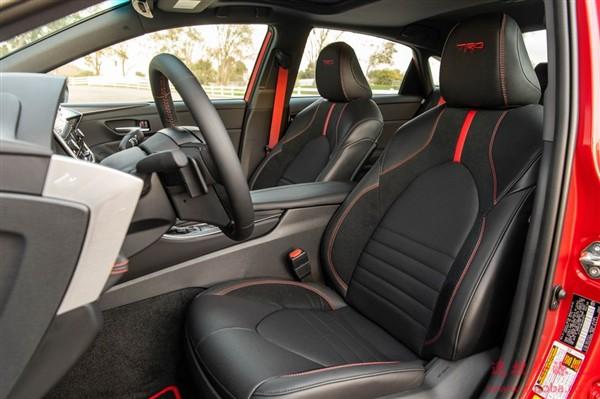 V6自吸+爱信8AT!丰田亚洲龙性能版亮相:配专属车身标识