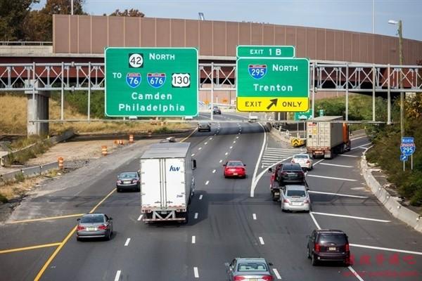 今年清明节高速免费情况有变化 货车也免收通行费