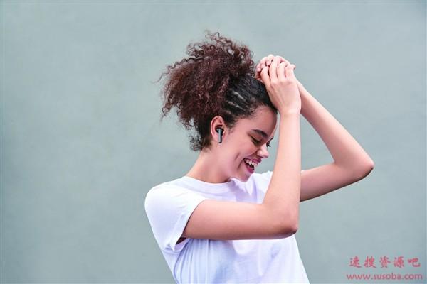 """耳朵里竟长出""""毛""""!专家:长期佩戴入耳式耳机所致"""
