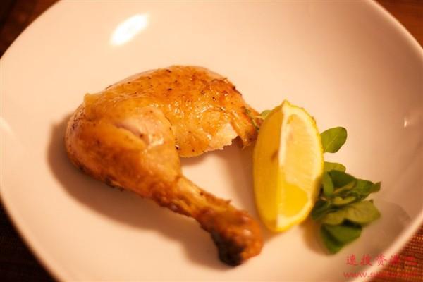 美国克隆鸡长六七个鸡腿、六七对鸡翅?