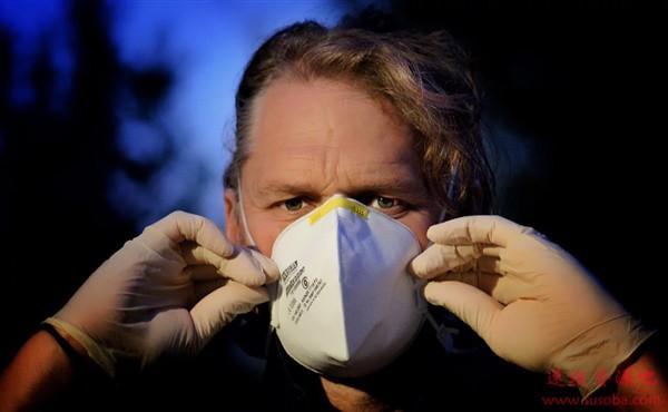 配戴高性能口罩剧烈运动有多危险?专家:呼吸能力下降10%至20%