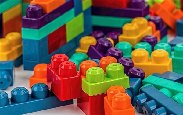 上海3.3亿仿冒乐高案宣判:9人拆解建模663款乐高拼装玩具 被判刑