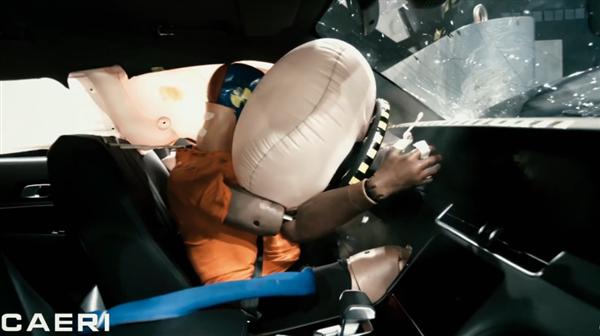 【速搜资讯】中保研公布理想ONE碰撞测试画面:A柱坚挺 气帘气囊弹出及时