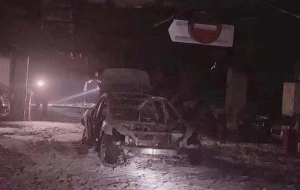 【速搜资讯】上海一特斯拉Model 3车库爆炸起火 整车烧成骨架