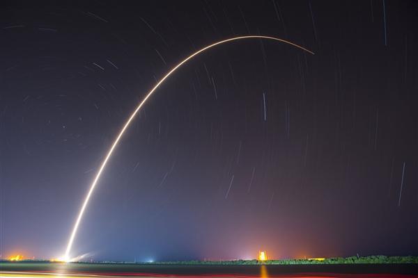 【速搜资讯】8手火箭立功!SpaceX 2021完美开门红:星链卫星955颗