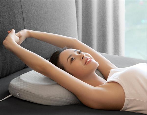 【速搜资讯】小米有品众筹智能睡眠枕:颈椎按摩 拯救低头党