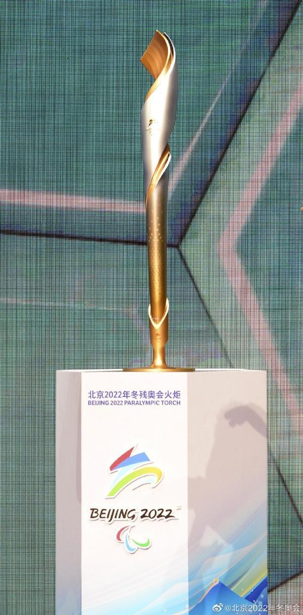 """【速搜资讯】北京2022年冬奥会火炬""""飞扬""""发布:祥云纹样 阿里巴巴参与设计"""