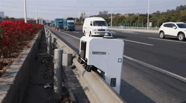 【速搜资讯】护栏当轨道 最大时速20km/h!高速巡逻机器人上线:违法全抓拍