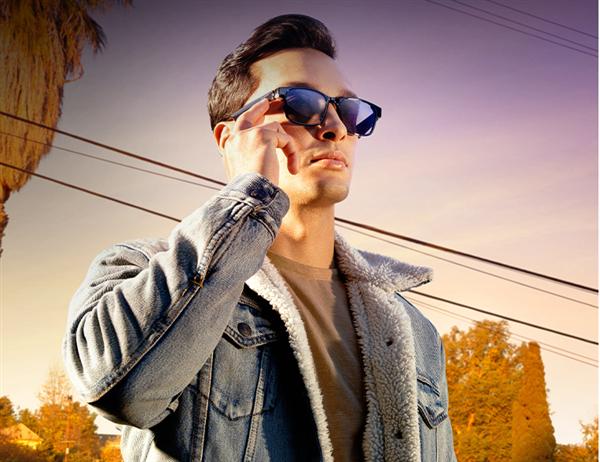【速搜资讯】雷蛇天隼智能眼镜发布:隐藏式扬声器 可换镜片
