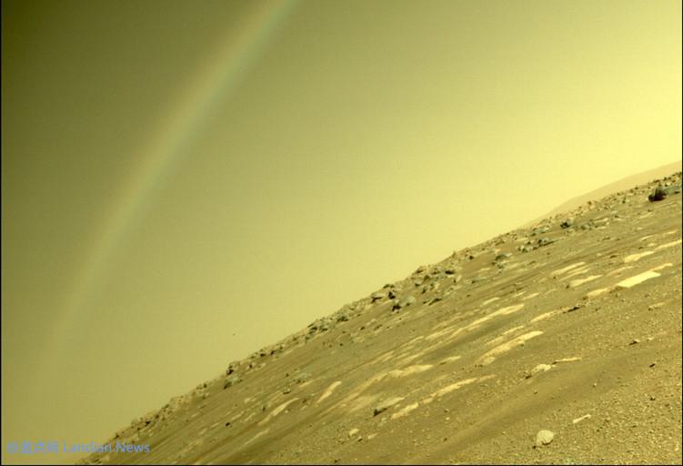 【速搜资讯】毅力号探测器竟然在火星上拍到彩虹?NASA表示只是镜头反光造成的