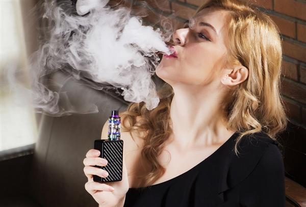 【速搜资讯】9名大学生吸网购电子烟后入院:症状严重