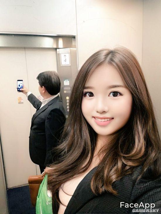 【速搜资讯】日本美少女OL修图穿帮引热议 本体竟是50岁社畜大叔