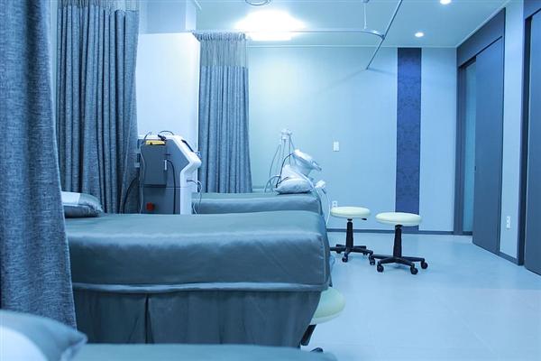【速搜资讯】惨:一年多了 700余纽约新冠患者遗体仍然堆在冷藏车